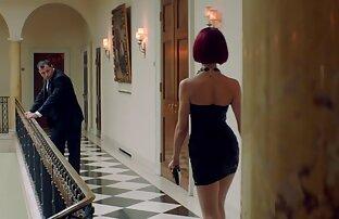 Im Badezimmer, verdrehen sexfilme mit frauen ab 50 seiner Freundin