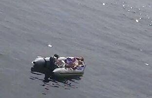 Pikaper pflügen ein Mädchen auf dem Jet-Ski in der Mitte des sex filme mit alten damen Flusses