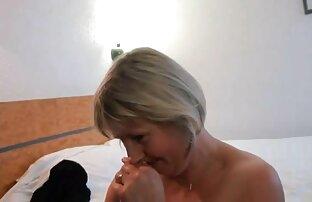 Maschine-sex mit reife damen sexfilme einem Mädchen im Badezimmer